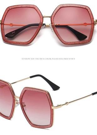 Крупные очки-стрекозы с блестками в оправе и винной дымчатой линзой