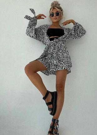 Стильный женский костюм с шортами