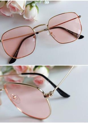 Солнцезащитные очки в персиковом цвете