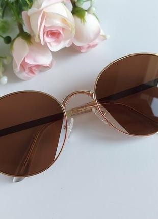 Солнцезащитные очки в коричневом цвете2 фото