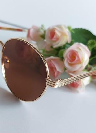 Солнцезащитные очки в коричневом цвете4 фото