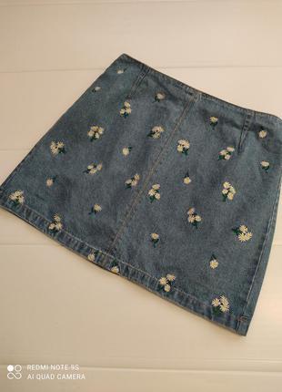 Джинсовая юбочка с вышивкой на молнии