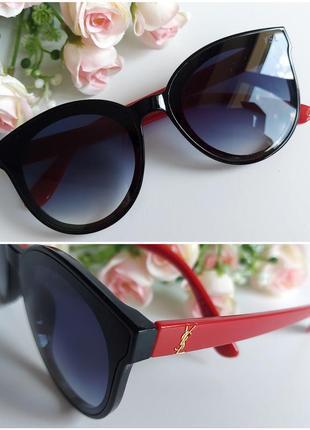 Солнцезащитные очки с красными дужками