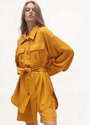 Стильный костюм из льна и вискозы season с шортами цвета горчица