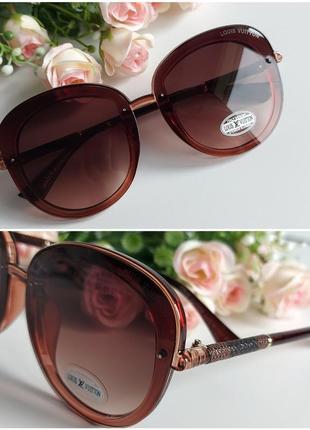 Солнцезащитные очки в коричневом цвете