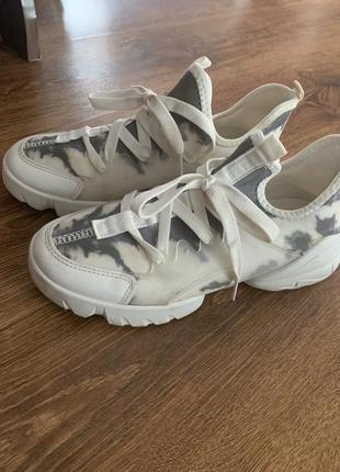 Трендовые кроссовки