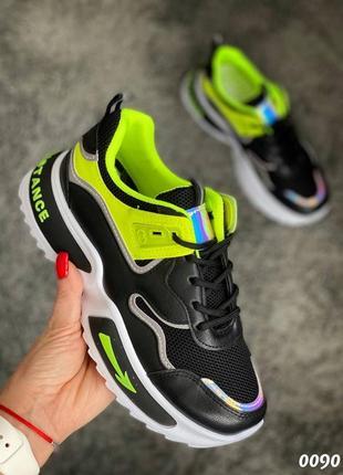 Женские яркие кроссовки
