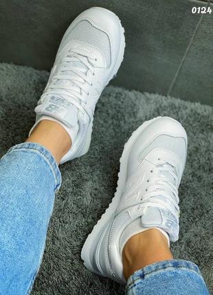 Белые базовые женские кроссовки