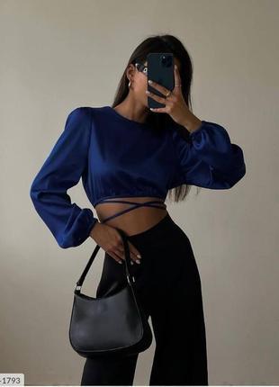 Шелковая блуза со шнуровкой спереди поворозками