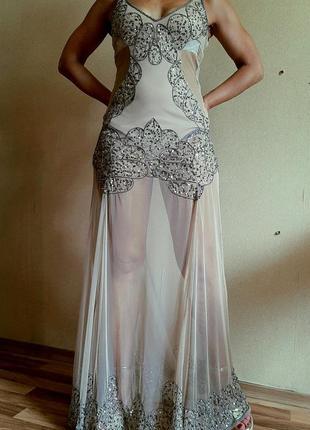 Потрясающее бежевое прозрачное платье в паетках с чехлом из бежевого боди