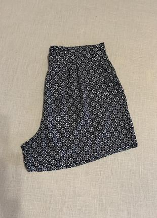 Вискозные шорты с карманами