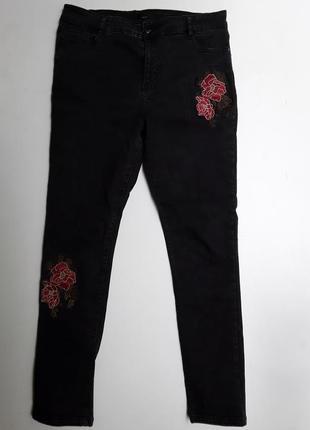 Фирменные джинсы скинни с вышивкой