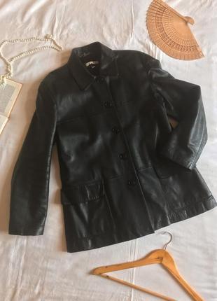 Чёрная прямая куртка-пиджак из натуральной кожи (размер 40-42)