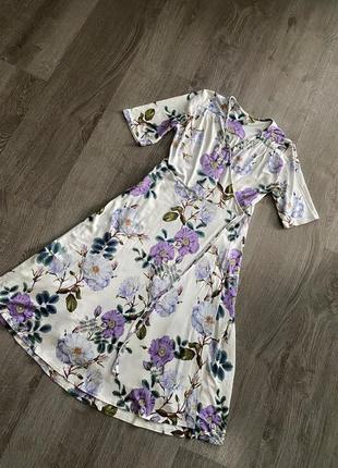Невероятное платье на запах миди в цветочный принт от asos