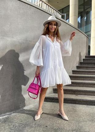 Белое свободное платье на пуговицах с объемными рукавами