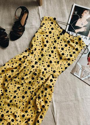 Желтое платье мини в черный горошек