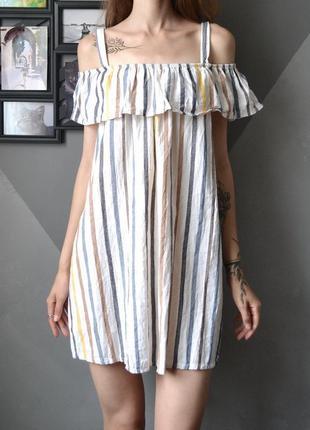 Красивое платье в полоску с открытыми плечами италия