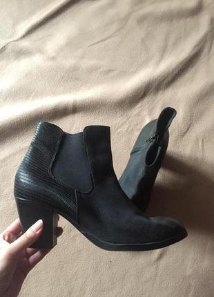 Полусапоги челси на каблуке / кожаные ботинки