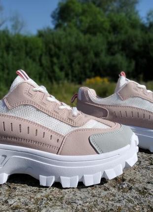 Розпродаж!!!стильні кросівки на платформі!!! 40 р-р, маломірять, на повномірний 38-й р-р