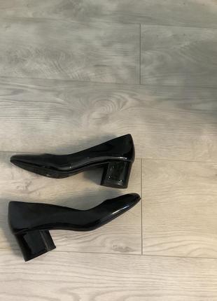 Чёрные лаковые туфли marks&spencer размер 36-37