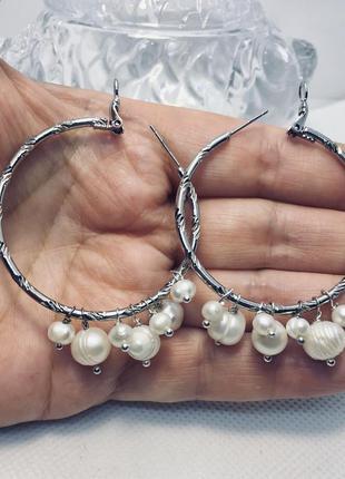 Эффектные серьги- кольца с пресноводным жемчугом