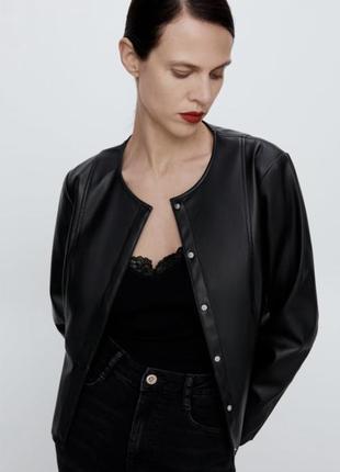 Черная куртка из искусственной кожи зара zara