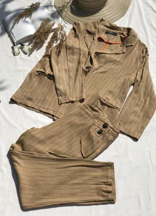 Стильный костюм в полоску в трендовом цвете кэмэл от first chance collection