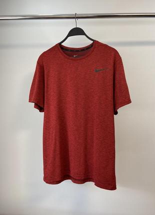 Nike чоловіча спортивна футболка