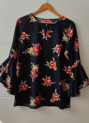 Классная блузка блузон с принтом розы