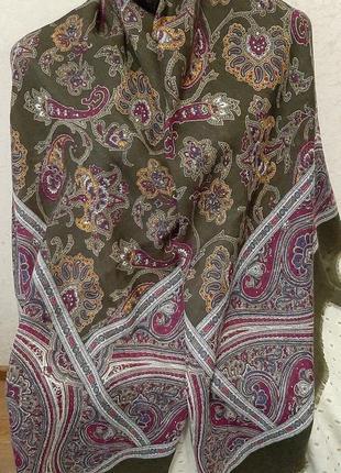 Большой шерстяной платок .