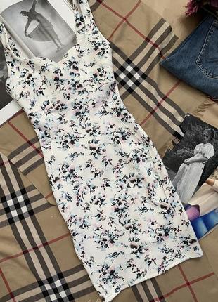 Платье нежное по фигуре