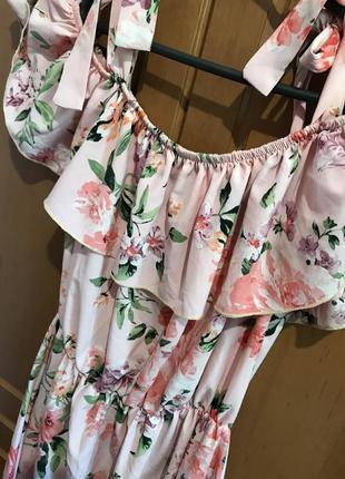 Милое женственое платье с воланами