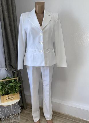 Белый нарядный костюм брюки пиджак