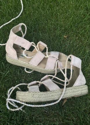 Босоножки эспадрильи на завязках на шнуровке соломенная подошва