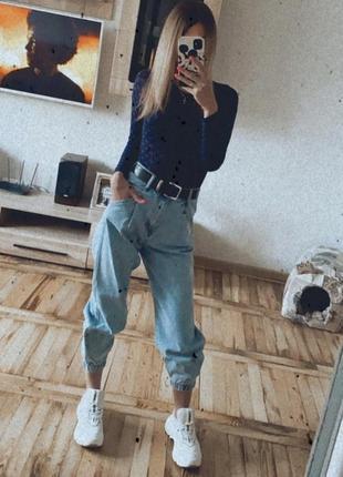 Мом джинсы на резинках pull&bear голубые