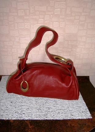 Красивая. стильная сумка из натуральной кожи.  john rocha