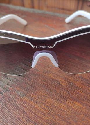 Солнцезащитные очки и balenciaga