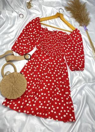 Красивое платье в цветочный принт с объёмными рукавами