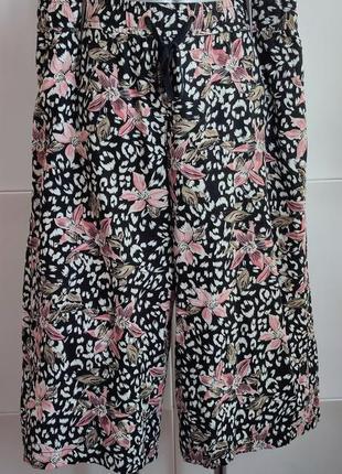 Стильные брюки кюлоты george с цветочным принтом