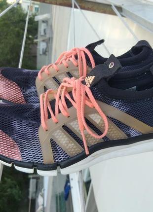 Женские кроссовки беговые adidas
