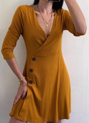Красивое горчичное платье в рубчик из натуральной ткани