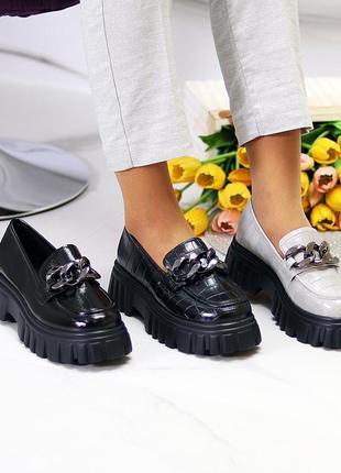 Стильные модные женские туфли на тракторной подошве с цепью