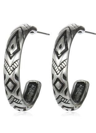 Стильные серьги кольца с орнаментами в бохо этно стиле