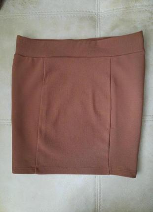 Отличная юбка резинка в рубчик divided!