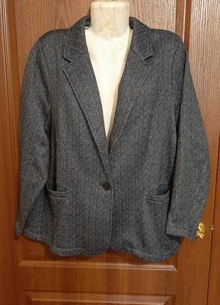 Трикотажный пиджак размера 54-56.