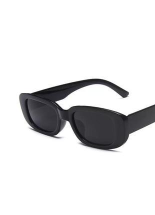 Прямоугольные актуальные черные массивные очки