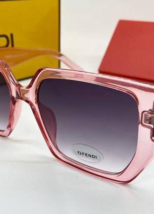 Женские нские солнцезащитные очки в розовой прозрачной оправе линзы с градиентом окуляри жіночі