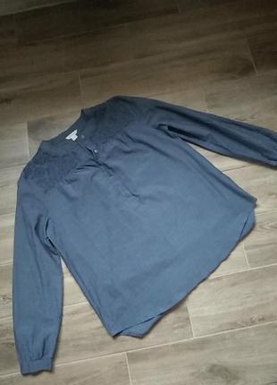 Легкая блуза с вышивкой размер 38
