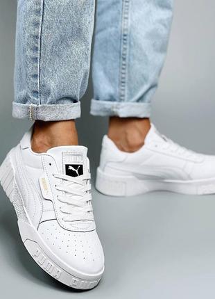 Женские белые кроссовки из натуральной кожи