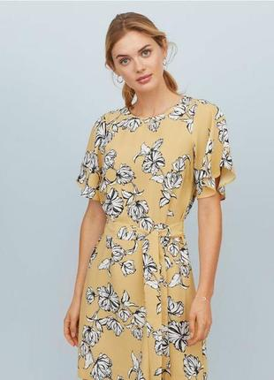 Очень красивое платье в цветочный принт с поясом